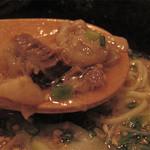 旬の鮮魚と魂の煮込み 照 渡辺通り店 - スジは柔らかい部分とニクニクしい部分があり、咀嚼を楽しめます。