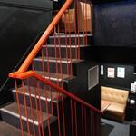 天ぷら酒場 なりた - 半地下と中二階への階段