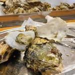 かき小屋 - ちっさな牡蠣もあれば