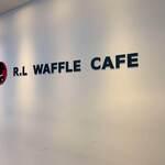 R.L WAFFLE CAFE - 二階壁面