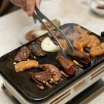 やっちゃん焼肉店 - 料理写真:焼き焼き