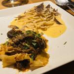 Osteria caiman table - パッパルデッレとカルボナーラ 丁寧に盛り付け。