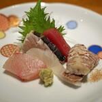 高太郎 - お造りの盛り合わせ  岡山県産の蝦蛄、熊本県天草産の鰆の酢〆、鮪、平目、鰤