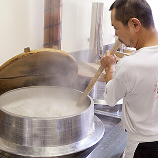 10,000mg超のコラーゲン◎伝統技法で作る熟成豚骨スープ