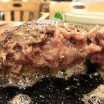 赤坂 大人のハンバーグ - ハンバーグランチ(200g) 1280円 の断面