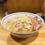 125393059 - ・鶏そば (醤油のほうへ) 750円                       ・味玉イベリコ豚チャーシューのせ300円