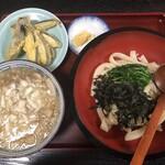 あそび - ・濃厚背脂 燕三条系 肉うどん 950円 ・天ぷら ナス 120円