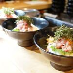 魚志 - ランチ、魚鮮丼(¥1000税抜き)本日は本鮪中トロ、活蛸、天然鰤の三種ネタ