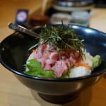魚志 - 結構な盛り(酢飯& 本日は本鮪中トロ、活蛸、天然鰤の三種ネタ)