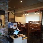 生パスタ専門店 レヴァーロ - 店内(1F)
