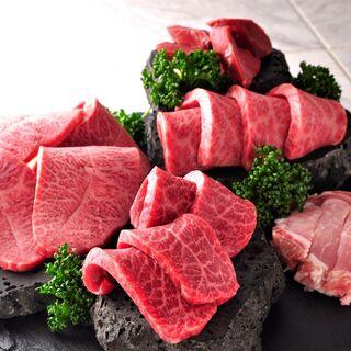仲間でワイワイ楽しめる、お肉堪能コースは全10品3000円~