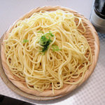 もつ鍋 ふじや - 鍋焼きラーメンの麺は別盛りで出てきます。