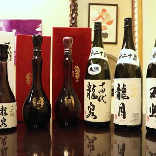 """幻の酒と呼ばれる""""十四代""""など、天ぷらと好相性な地酒が揃う"""