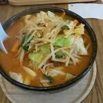 らーめんシゲトミ - 料理写真:たっぷり野菜辛味噌らーめん