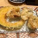 博多天ぷら やまみ - 最初の牡蠣3個と南瓜