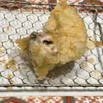 博多天ぷら やまみ - 牡蠣はレアな揚げ加減