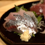 酒喰洲桜井水産 - 浜田天然鯵刺し半身・250円