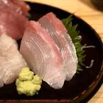 酒喰洲桜井水産 - 豊後天然活締かんぱち刺し・180円×2枚