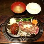 牛庵 - 神戸牛ハンバーグとサービスステーキコンボ1450円