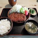 かねひで - 料理写真:ロースカツ定食
