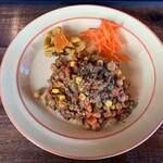 月桃食堂 - スパイスカレー(豆と挽肉あと野菜)