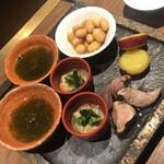 お燗 やまなか - 酒肴セット:もずく、いかの塩辛、煮豆、サツマイモ、鴨肉