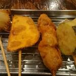 大衆酒場 天しーさー - (右から)ピーマン、ナス、鶏肉、さつま芋、玉ねぎ