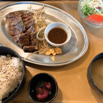Jackson's N.Y.DINER - カットステーキランチ肉1.5倍盛り 1,400円