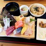 マルトモ水産 鮮魚市場 - 刺身定食