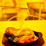 トラットリア サッチ - 料理写真:ベーコンとソーセージと温野菜のラクレットチーズがけ♡