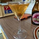 島下酒店 - マティーニ。目分量やけどきちんとステアグラスでしっかりステアしてから注がれます(゚∀゚)
