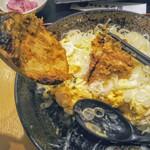 蕎麦処 まち庵 - 納豆オムレツに強引にぶっかけて味変!焼きが硬いので混ざりません(涙