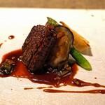 長谷川 稔 - 2種類の牛肉の炭火焼き