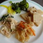 パステル亭 - 取り皿に取った料理
