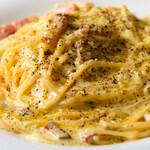 ピッツェリア ドォーロローマ - 濃厚カルボナーラ....トリュフの香り..