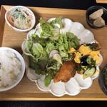 お寺カフェ 一輪 - 料理写真:ランチは一択 950円 税込 ドリンク付