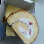 パティスリール・プランタン - 料理写真:いちごロールケーキ