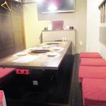 125474499 - 掘りごたつ式のテーブル席