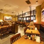 創作とんかつ ケ晴レ - 高松駅2階、テーブル席全46席。