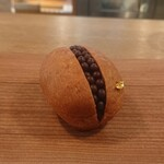 125479510 - かわいいやつ。クロッカンショコラ。380円税別。これ、ふんわりしたチョコのパンに、かるーいチョコの粒で、見た目より重くない。そこのギャップがいい。
