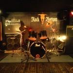ロック ボトム - ステージ完備 生演奏もあります!