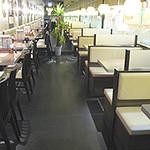 ジャンモ - 席は多数ございます。どこか韓国文化を漂わせながらも明るくて、ゆっくり落ち着けます♪