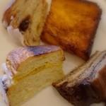 ブレッテリア - 食べ放題のパンの数々3