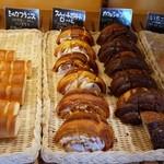 ブレッテリア - 食べ放題のパンのコーナー3