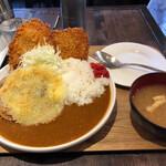 キッチン 男の台所 - 野朗カレー(イン チーズ)。あれ?ご飯380g?余裕っぽくね?