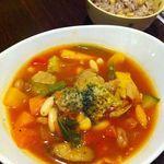 ちゃのま - 田舎のマメな4姉妹(4種類の豆とつくねのトマト煮)