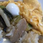 ビカ - 餡掛けご飯と卵を混ぜ混ぜ