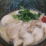 横浜家系ラーメン 天命天来 - チャーシュー麺に海苔追加