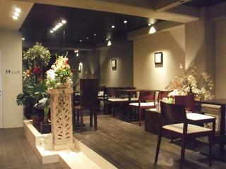 カフェ ルンバルンバ - リゾートホテルのロビーのようです