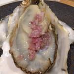 125521387 - 殻付き生牡蠣エシャロットビネガー